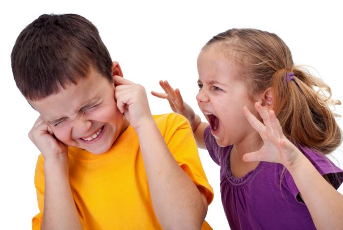avectoi-enfant-insulte-chamaille